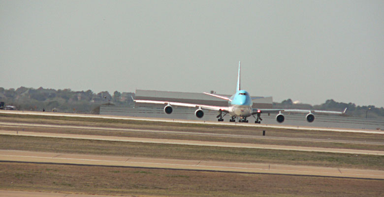 747 airplane ready to depart